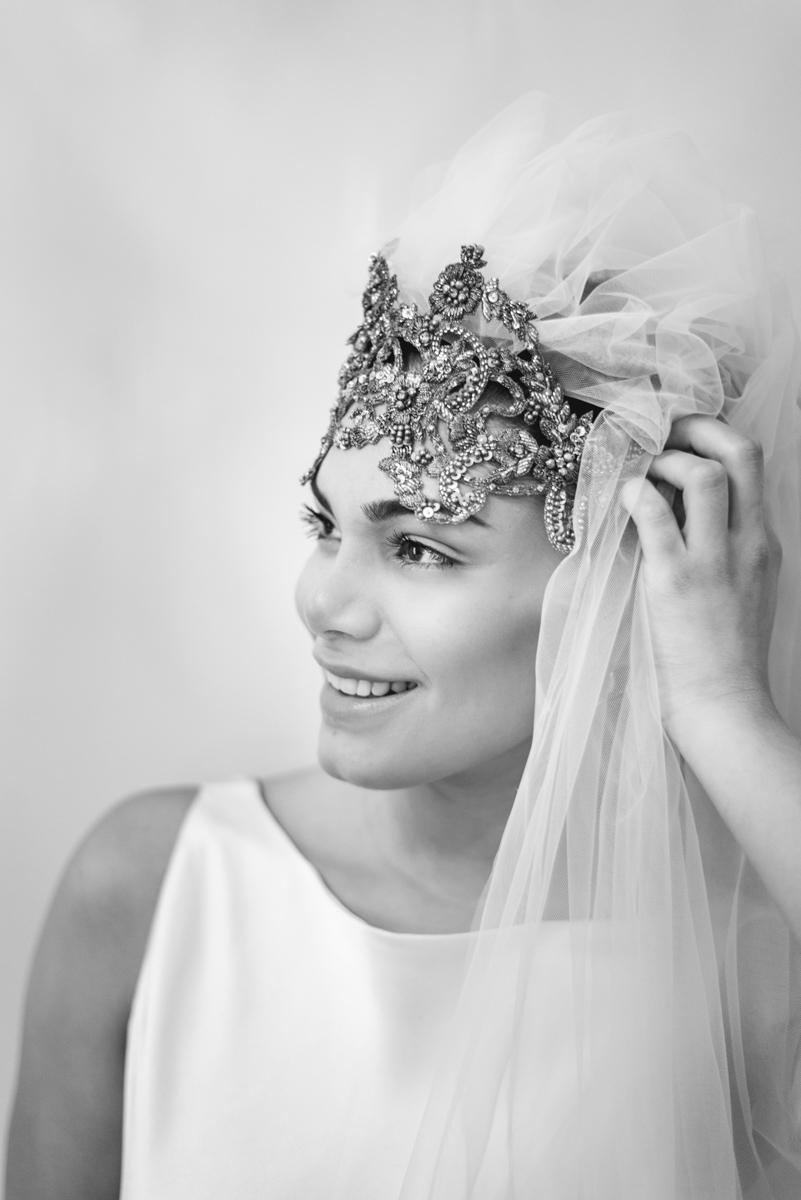 novia con tocado diferente corona y velo