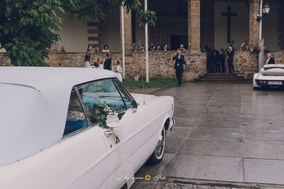 novia llegando a la iglesia