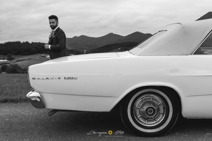 novio con su coche