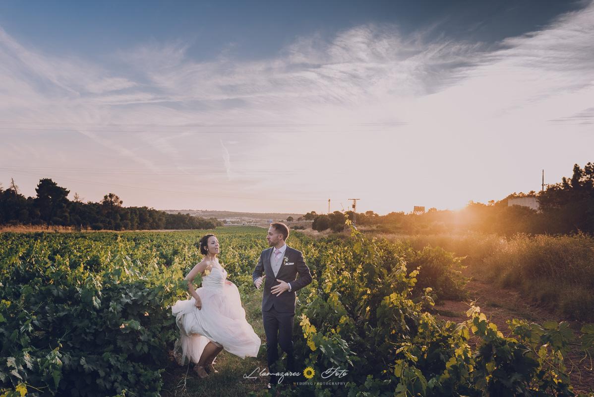 fotos de pareja originales aranda de duero. Novia con un vestido rosa