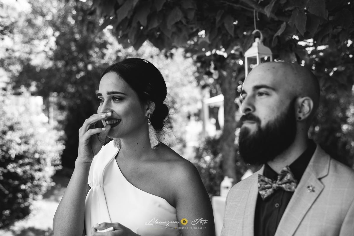 invitados de boda emocionados