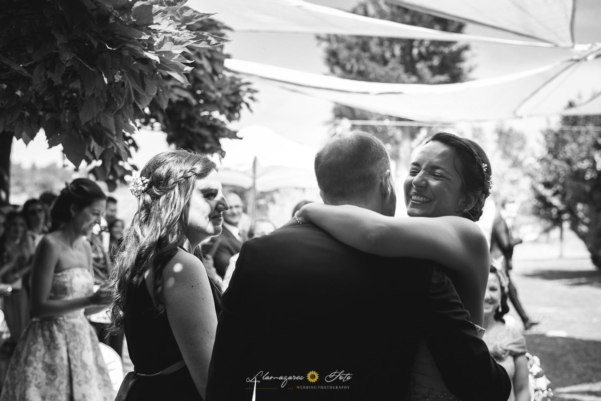 abrazo familiar boda