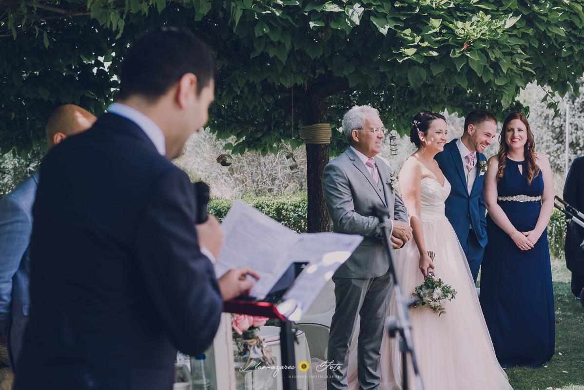lectura de los amigos en una ceremonia civil