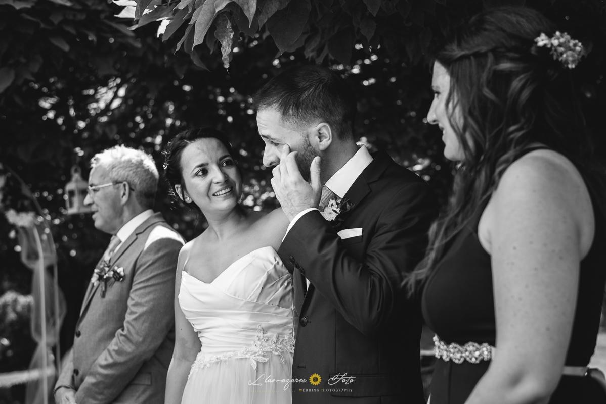 novio llorando en una boda