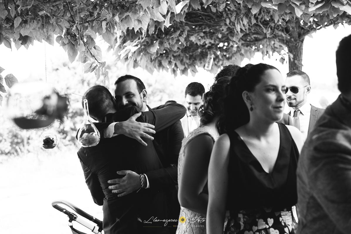 abrazos en una boda
