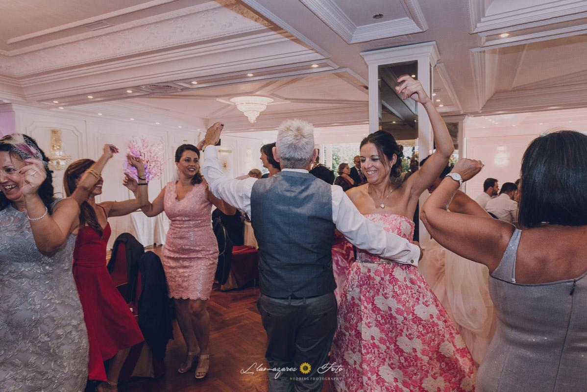 bailando una jota en una boda