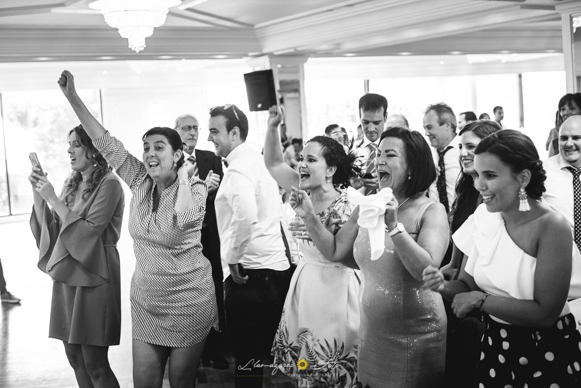 invitados felices en una boda