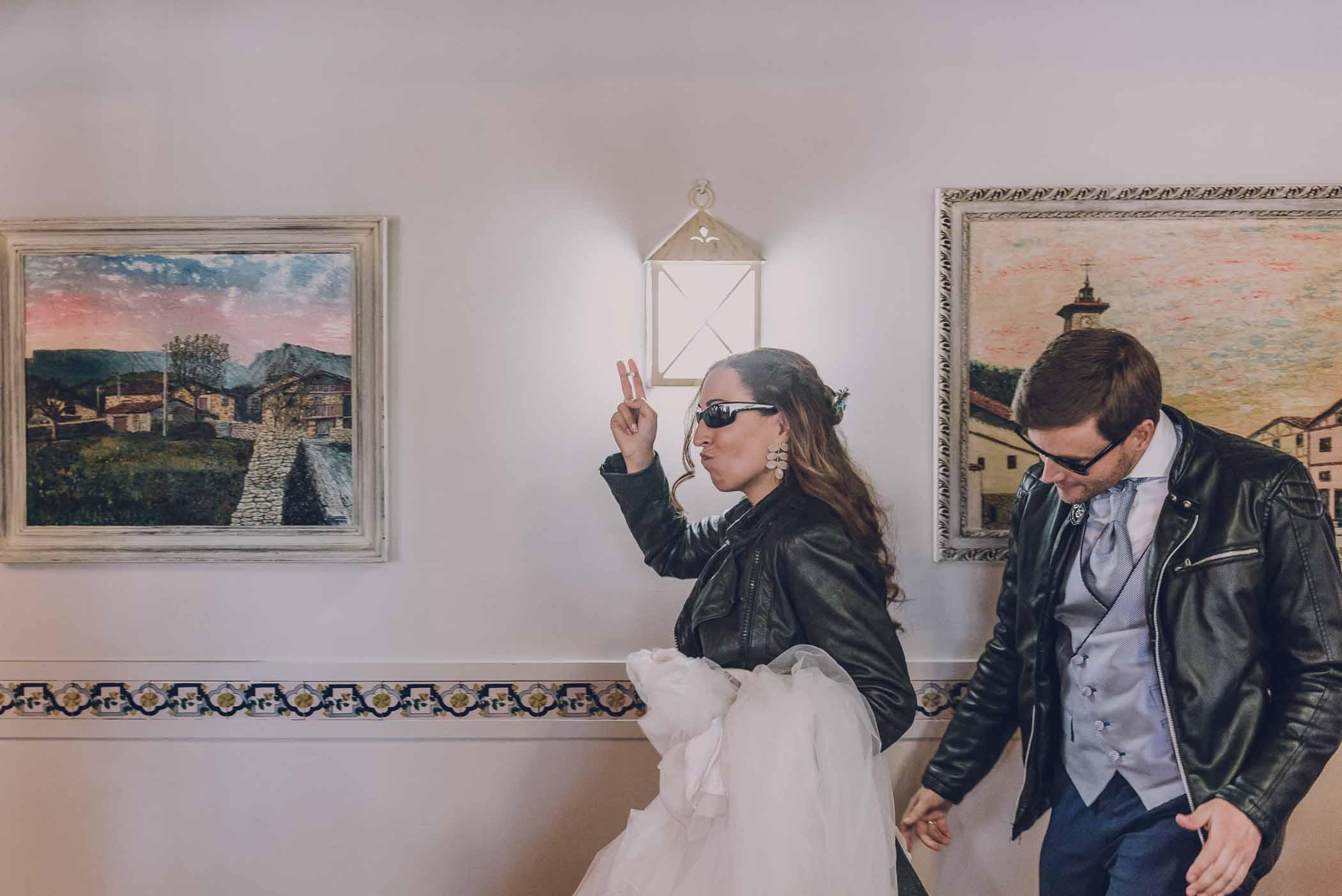 entrada al comedor de una boda millennial