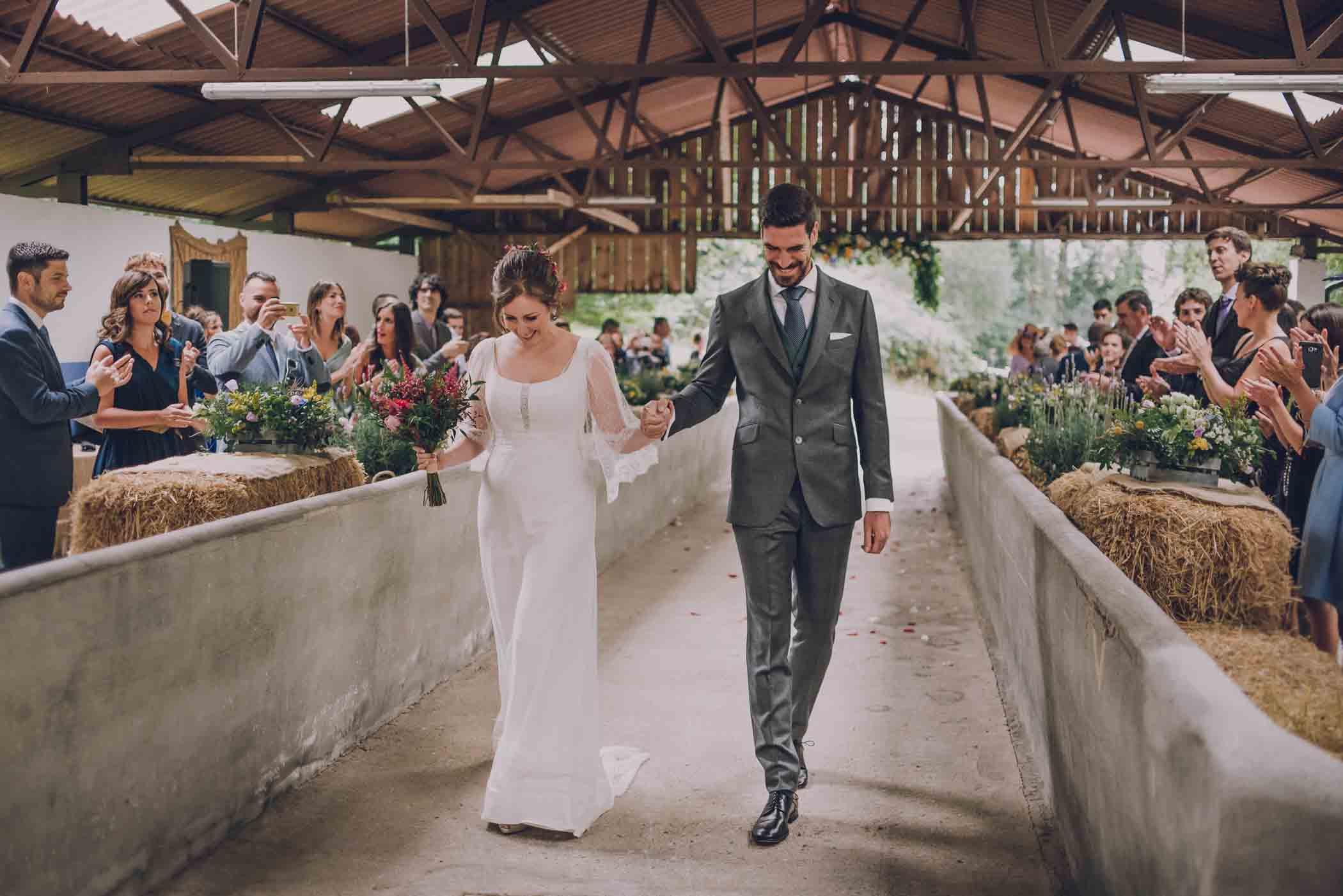 novios millennial casandose en una finca privada de bizkaia